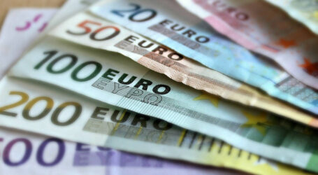 Αυξήσεις μισθών φέρνει η μείωση εισφορών: Πού θα φτάσουν τα ποσά