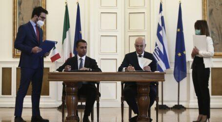 Πώς έκλεισε η ιστορική συμφωνία οριοθέτησης ΑΟΖ Ελλάδας-Ιταλίας – Η εμπλοκή και ο θάνατος που πήγε να διακόψει τις συνομιλίες