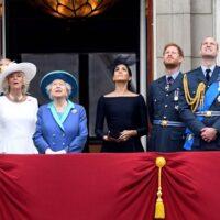 """Ο Κάρολος """"ξεσκεπάζει"""" τη Μέγκαν: Ηθελε να επισκιάσει τη βασίλισσα, ευτυχώς που έφυγε από την οικογένεια"""