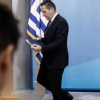 Πέτσας: Η κυβέρνηση αναλαμβάνει πρωτοβουλία για να αποζημιωθεί το Δημόσιο από τη Novartis