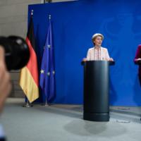 Στα χέρια της Μέρκελ και της Ούρσουλα το πακέτο των 750 δισ. ευρώ - Ο Μητσοτάκης ζητά «ευελιξία»