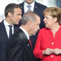 Γαλλογερμανικός άξονας κόντρα στην τουρκική προκλητικότητα – Οι προϋποθέσεις για διάλογο με την ΕΕ και το ενδεχόμενο κυρώσεων