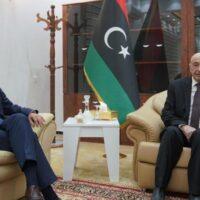 Το παρασκήνιο της επίσκεψης Δένδια στη Λιβύη