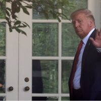 O Τραμπ απαγορεύει το TikTok στις ΗΠΑ - Βλέπει... κινεζική κατασκοπεία