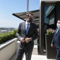 «Πολέμος» ΝΔ - ΣΥΡΙΖΑ με φόντο τη συνέντευξη Ζάεφ: Ο «βορειομακεδονομάχος» και η «colotumba»