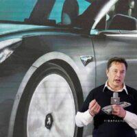 O Mr Tesla υπόσχεται τη φθηνότερη μπαταρία και ηλεκτροκίνητο μοντέλο, αξίας 25.000 δολαρίων