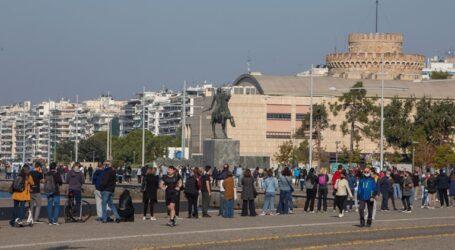 Θεσσαλονίκη: Τεράστιες ουρές για rapid test κορονοϊού στο παρά 5 του lockdown – Απίστευτες εικόνες