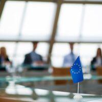 Politico: Οχι άλλη «καλή» Ευρώπη – Πώς θα αλλάξει ο ρόλος της από διαιτητή σε παίκτη