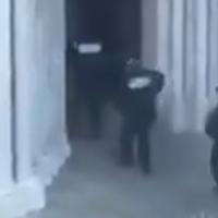 Τρόμος στη Γαλλία: Η στιγμή της εισβολής της αστυνομίας στην εκκλησία, μετά τον αποκεφαλισμό της γυναίκας [Βίντεο]