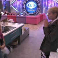 Big Brother – Άννα Μαρία σε Θέμη: «Πας και με γυναίκες;»