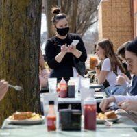 Κορονοϊός: Χωρίς μάσκες οι πλήρως εμβολιασμένοι στις ΗΠΑ - Συγκεντρώσεις, γεύματα και άσκηση σε εξωτερικούς χώρους