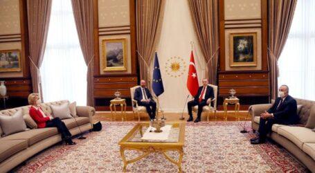 Βίντεο: Οταν ο Ερντογάν άφησε όρθια την πρόεδρο της Κομισιόν