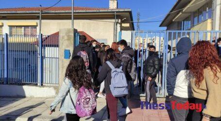 Εύοσμος: Κατάληψη μετά την άρνηση μητέρας να στείλει το παιδί της σχολείο με self test