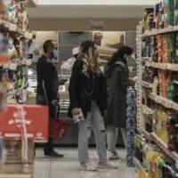 Κορωνοϊός - Πάσχα: Πώς θα λειτουργήσουν τα καταστήματα σήμερα και αύριο