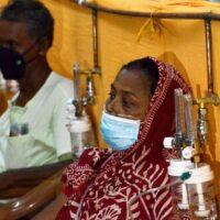 Η πανδημία γονάτισε την Ινδία αλλά η κυβέρνηση ακόμη να επιβάλλει εθνικό lockdown