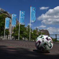 Euro 2020: Ποια είναι η κατάσταση με τον κορονοϊό στις πόλεις που φιλοξενούν τους αγώνες
