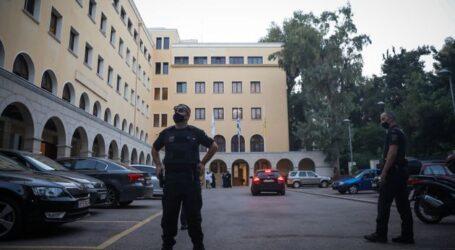 Μητροπολίτης Καλλίνικος: «Είδαμε τα άμφια να κοκκινίζουν,να καίγονται» – Στον εισαγγελέα ο δράστης