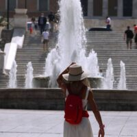 Καύσωνας: «Καμίνι» και σήμερα η χώρα – Σε ποιες περιοχές το θερμόμετρο θα δείξει πάνω από 38 βαθμούς