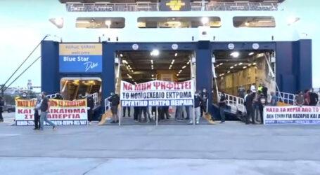 Πειραιάς: Διαμαρτυρίες επιβατών στο λιμάνι λόγω της απεργίας